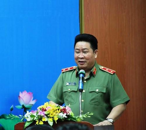 Trung tướng Bùi Văn Thành phát biểu tại buổi lễ trao xe. Ảnh Việt Văn