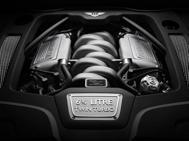 Là một hãng xe siêu sang nên khoang động cơ của Bentley cũng không thể kém sang.