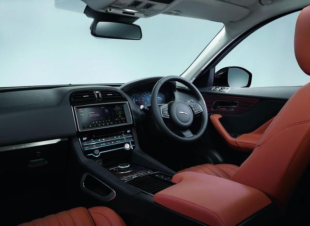 Nội thất bên trong Jaguar F-Pace.