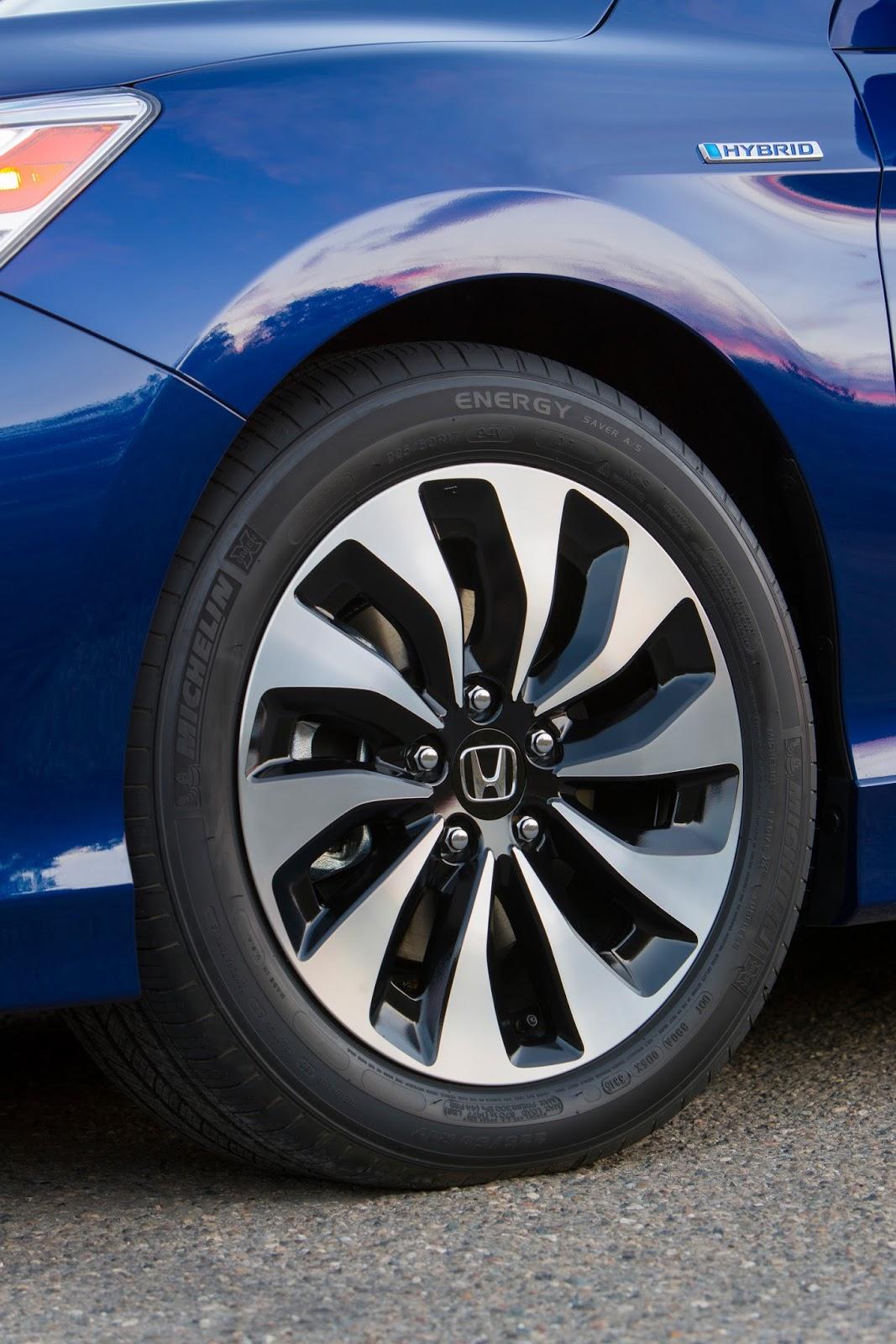 Bên ngoài Honda Accord Hybrid 2017 có những trang bị như nắp capô bằng nhôm đặc biệt và bộ vành hợp kim độc đáo.