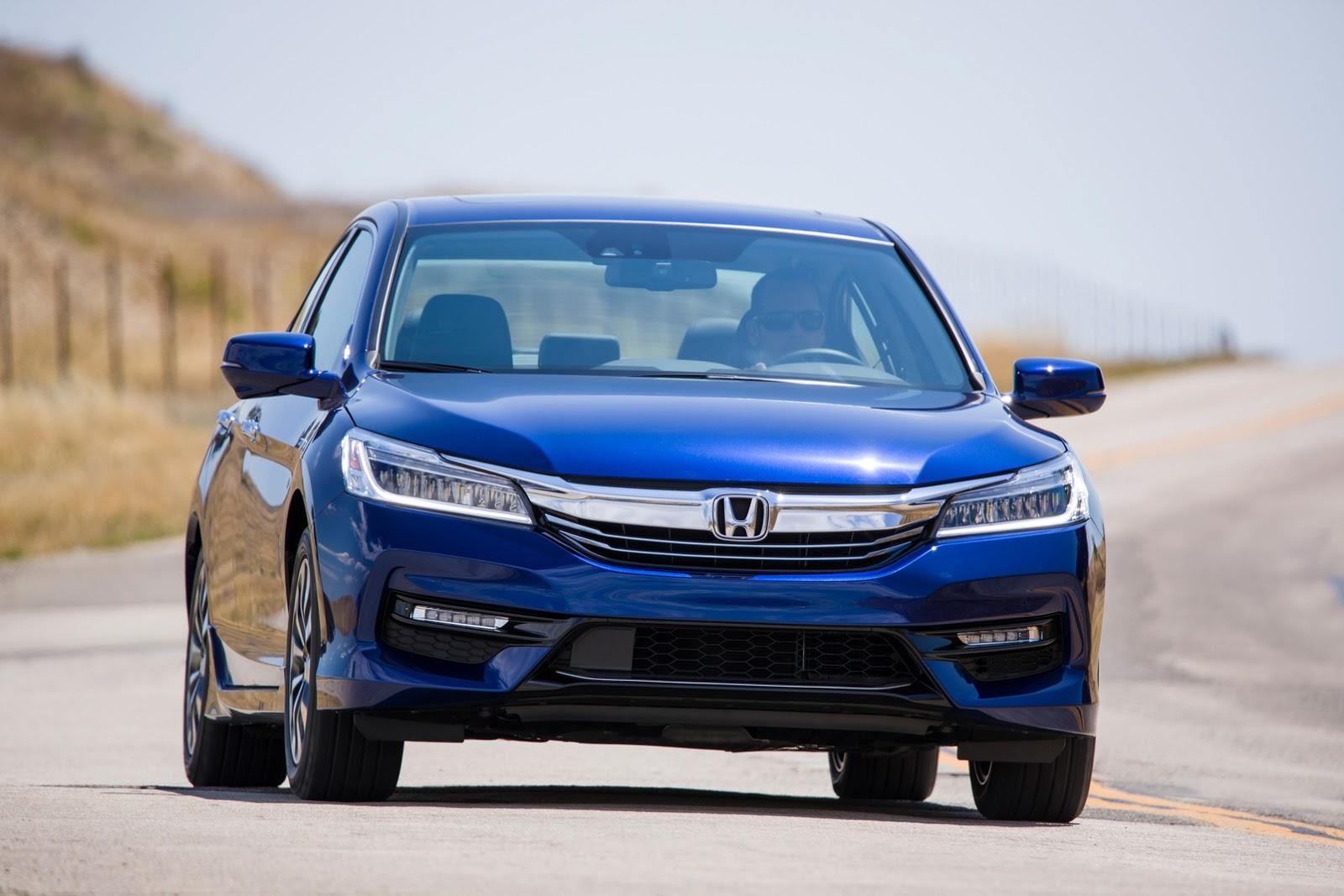 Tại thị trường Mỹ, Honda Accord Hybrid 2017 được chia thành 3 bản trang bị là tiêu chuẩn, Hybrid EX-L và Hybrid Touring. Tất cả đều có thêm những trang thiết bị tiêu chuẩn và tùy chọn mới.