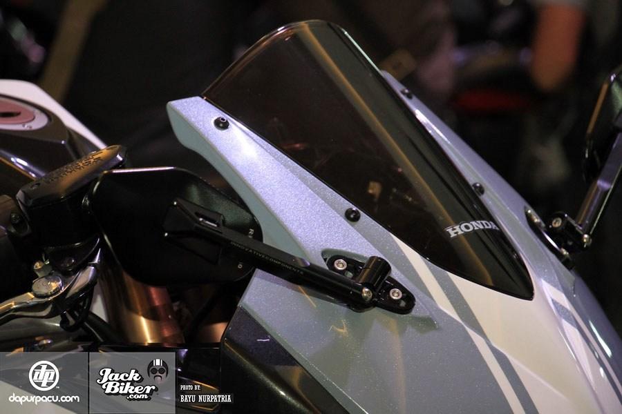 Ngắm Honda CBR250RR bản độ chính hãng cực chất với tông màu đồng/trắng 12