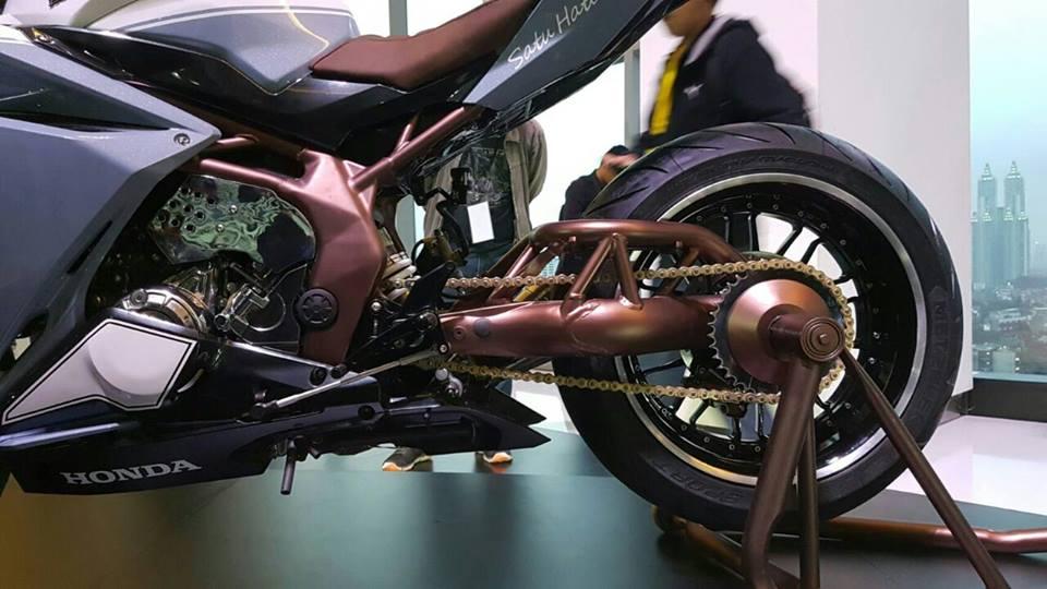 Ngắm Honda CBR250RR bản độ chính hãng cực chất với tông màu đồng/trắng 8