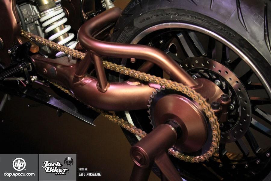 Ngắm Honda CBR250RR bản độ chính hãng cực chất với tông màu đồng/trắng 6