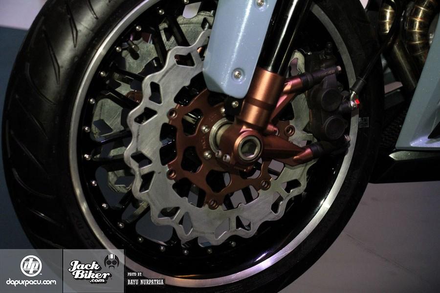 Ngắm Honda CBR250RR bản độ chính hãng cực chất với tông màu đồng/trắng 14