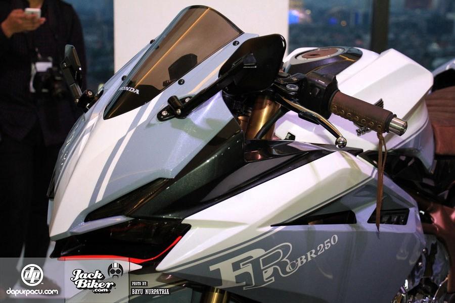 Ngắm Honda CBR250RR bản độ chính hãng cực chất với tông màu đồng/trắng 5