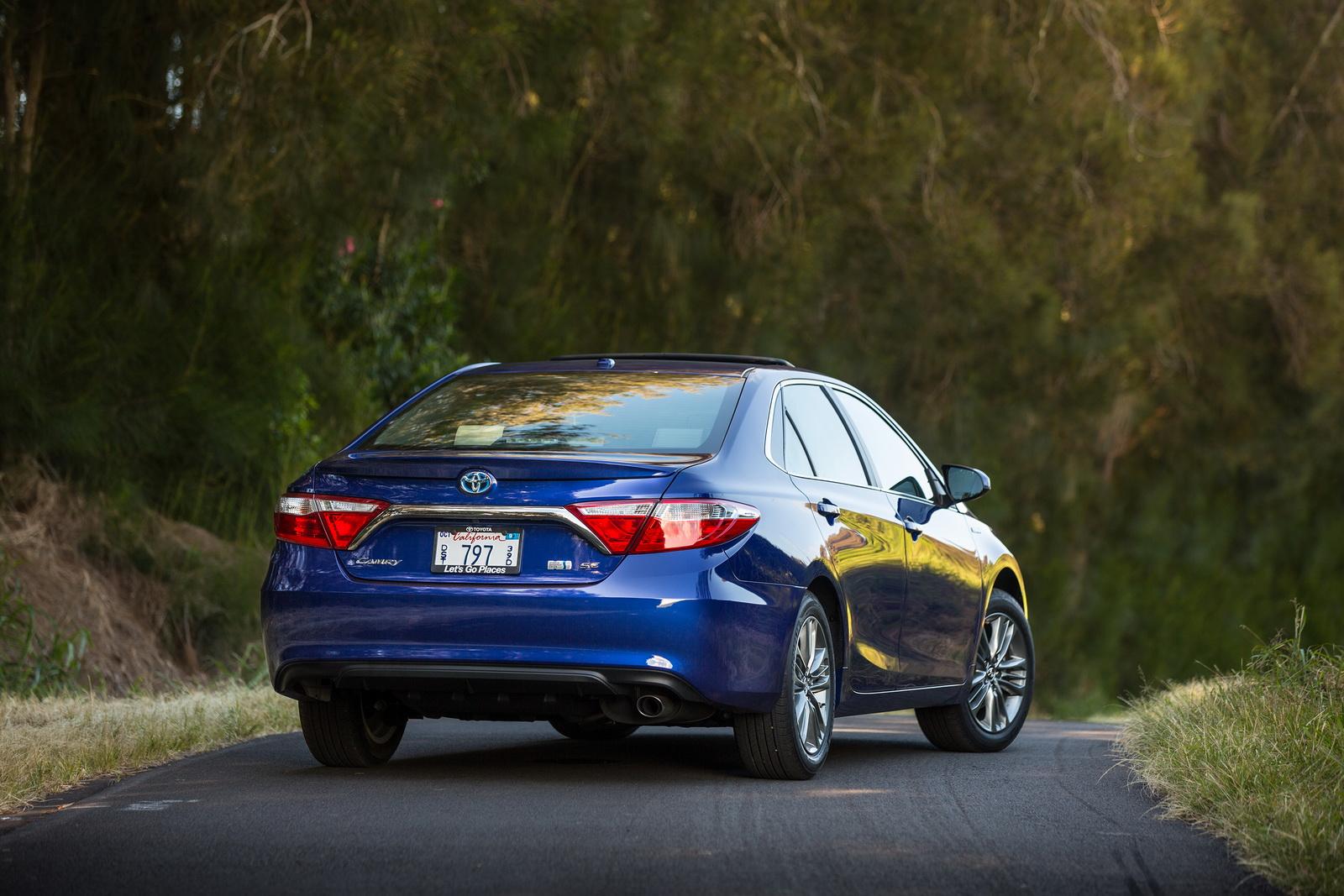 Toyota Camry 2017 gia bao nhiêu? Đánh giá xe Camry 2017