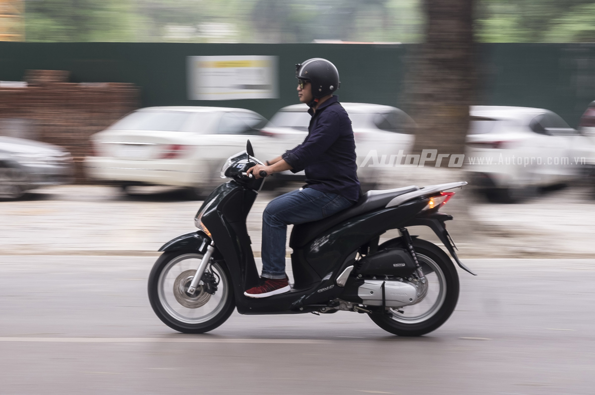 Honda SH cho cảm giác tăng tốc tốt hơn so với Piaggio Medley.