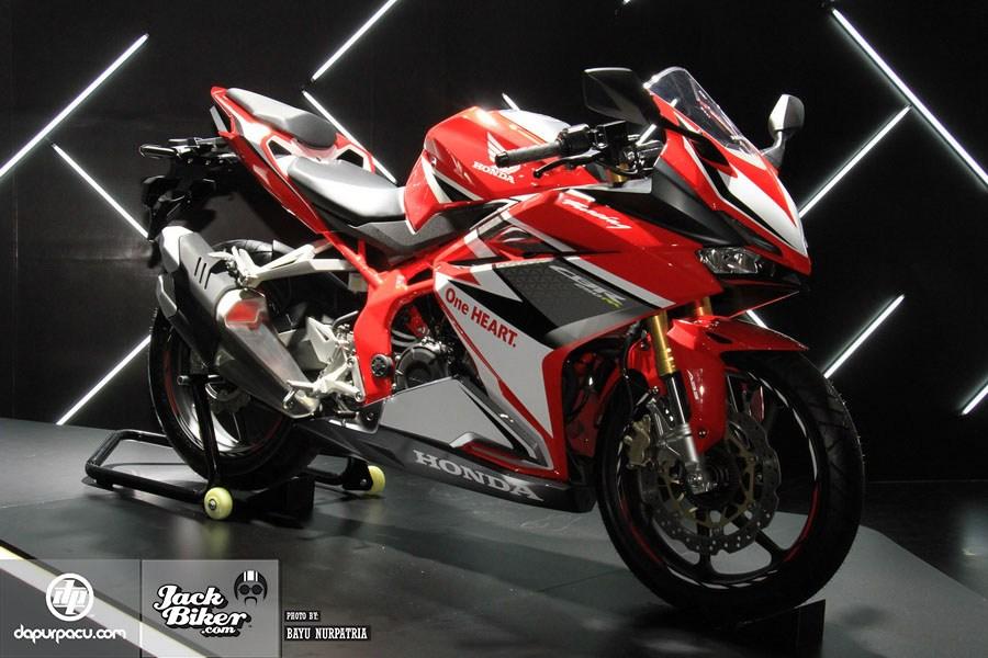 Ngắm Honda CBR250RR bản độ chính hãng cực chất với tông màu đồng/trắng 15