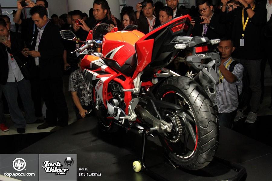 Ngắm Honda CBR250RR bản độ chính hãng cực chất với tông màu đồng/trắng 16