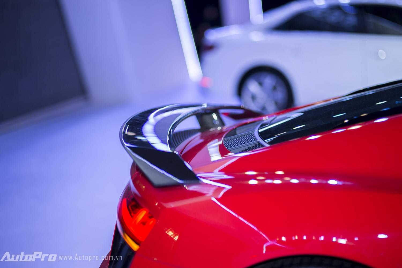 Cận cảnh đuôi gió của Audi R8 V10 Plus.