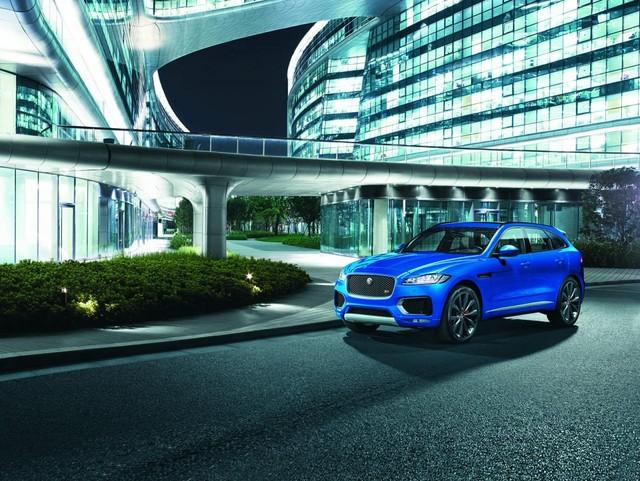 Jaguar F-Pace hoàn toàn mới.
