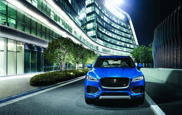 Thiết kế đầu xe đặc trưng của Jaguar.