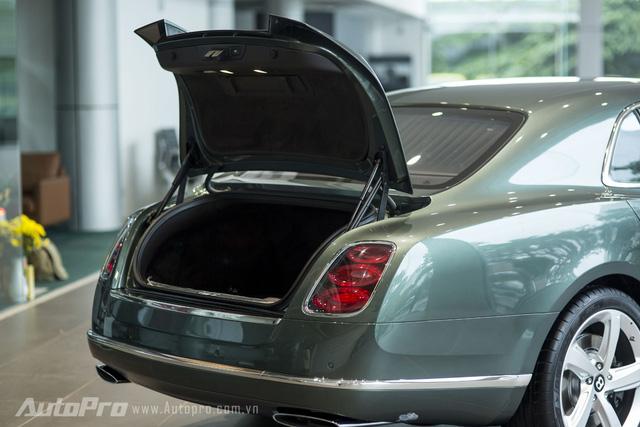 Bentley Mulsanne Speed 2016 sở hữu cốp xe có dung tích 443 lít.