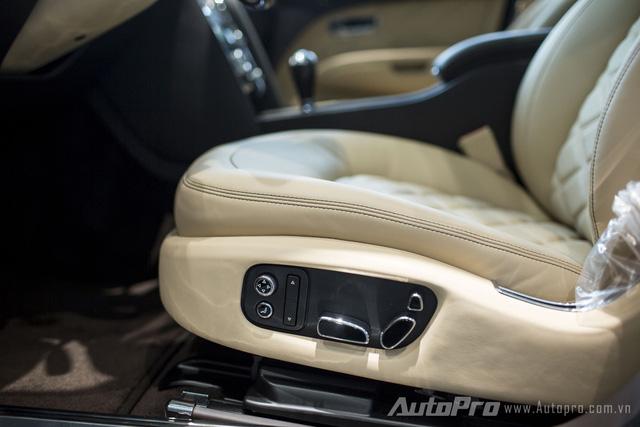 Xe được trang bị ghế điều chỉnh điện đa hướng.