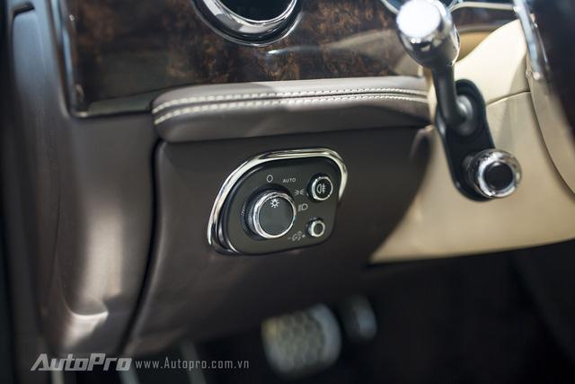 Nút điều chỉnh hệ thống đèn phía trước của xe.