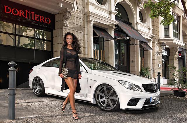Tháng 12 chụp tại Dormero Hotel am Ku'damm với Mercedes-Benz E500.