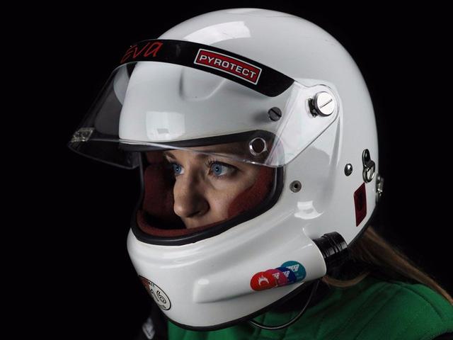 Ban đầu, cô Håkansson không có ý định tự mình cầm lái KillaJoule. Tuy nhiên, sau một thời gian thất bại trong việc tìm kiếm tay lái chuyên nghiệp, cô đã quyết định ngồi sau vô lăng KillaJoule. Được biết, đây không phải là lần đầu tiên cô lái mô tô. Trên thực tế, Håkansson học lái mô tô từ năm 16 tuổi.