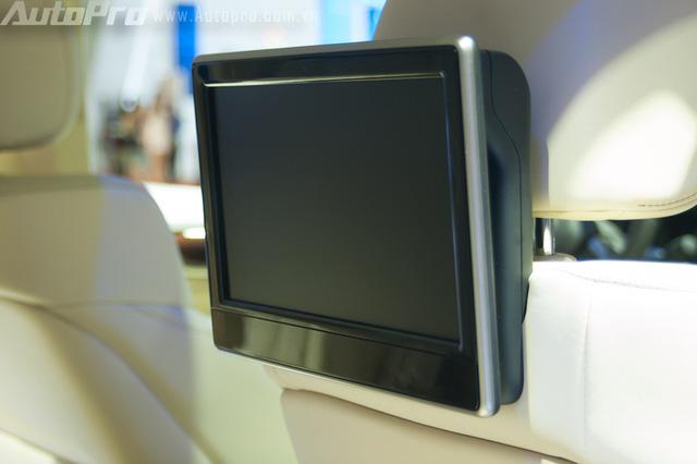 Lexus LX570 2016 còn trang bị dàn âm thanh vòm 19 loa Mark Levinson, hệ thống loa 3 chiều ở hàng ghế trước.