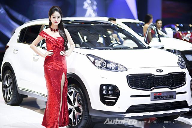 Nhung bong hong xinh dep tai trien lam O to Viet Nam 2015