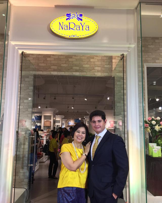 Pasin là con của ông chủ công ty NaRaYa nổi tiếng tại Thái Lan.