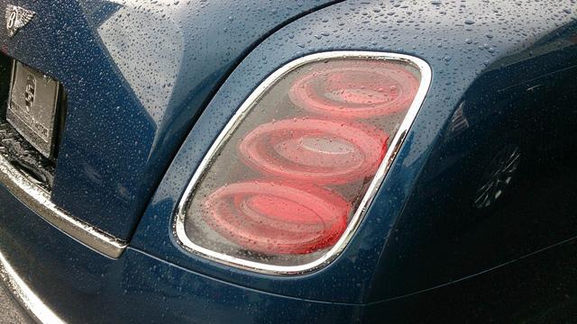 Cận cảnh cụm đèn hậu của Bentley Mulsanne Speed tại Hà Nội.