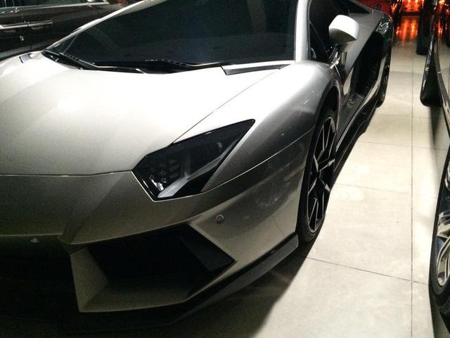 Hãng độ đến từ Đức từng giới thiệu phiên bản Lamborghini Aventador LP900-4 Molto Veloce của mình dựa trên siêu xe hàng hot Aventador LP700-4, trong đó, điểm nhấn là khối động cơ được thông nòng công suất tối đa lên mức 900 mã lực và bộ body kit mới đầy hiếu chiến.