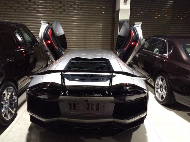 Hiện chưa rõ mức giá bán chiếc Lamborghini Aventador LP700-4 độ body kit tại thị trường Việt Nam, trong khi bản tiêu chuẩn có giá bán chính hãng 22,5 tỷ Đồng. Giới thạo tin cho hay, chiếc Aventador thứ 8 sẽ nhanh chòng được thông quan và sở hữu ngoại thất màu xanh Lemans nổi bật.