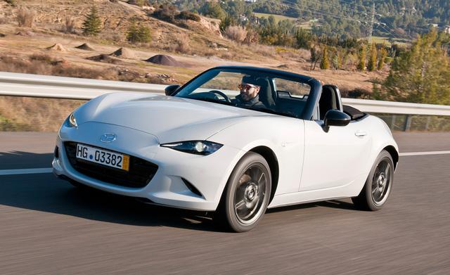 Mazda Miata là một chiếc sport car.