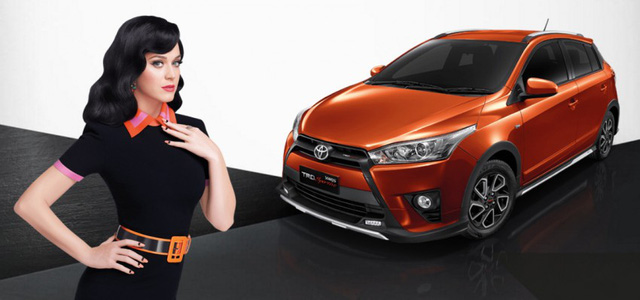So với phiên bản tiêu chuẩn, Toyota Yaris TRD Sportivo 2016 được bổ sung nhiều trang bị mới và phụ kiện ngoại thất. Đầu tiên là lưới tản nhiệt màu bạc của phiên bản tiêu chuẩn được sơn thành đen. Ngoài ra, lưới tản nhiệt của Toyota Yaris TRD Sportivo 2016 cũng được mở rộng xuống dưới.