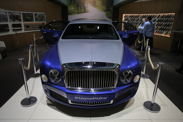 Bentley Mulsanne Grand Limousine Mulliner là một mẫu xe siêu sang dài ngoằng với tên gọi dài không kém. Xe đã chính thức trình làng trong triển lãm Geneva 2016 hiện đang diễn ra tại Thụy Sỹ.