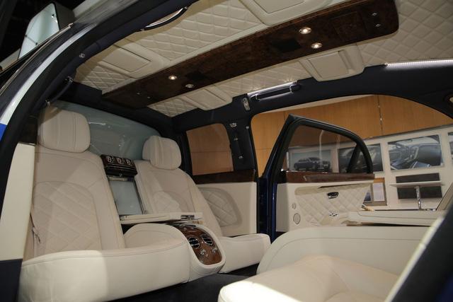 Hiện hãng Bentley vẫn giữ kín giá bán của Mulsanne Grand Limousine Mulliner. Chắc chắn, Bentley Mulsanne Grand Limousine Mulliner sẽ không rẻ. Trước đó, hãng Bentley đã từng khẳng định ngay cả Mulsanne 2017 tiêu chuẩn cũng đã có giá không dưới 300.000 USD, tương đương 6,7 tỷ Đồng.