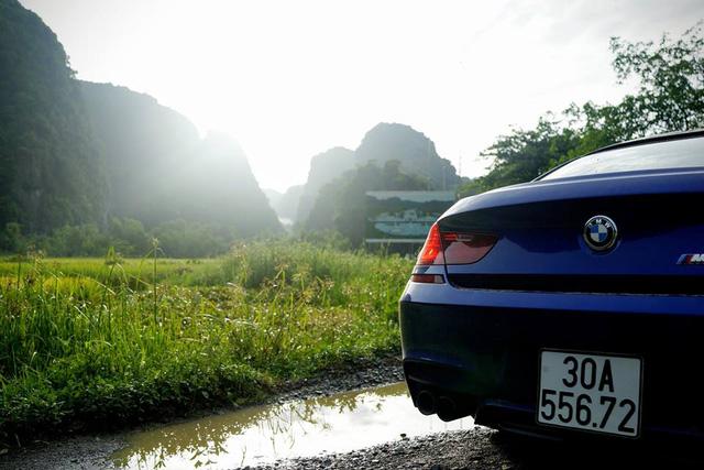 Động cơ cho phép BMW M6 Gran Coupe tăng tốc từ 0-100 km/h trong 4,2 giây và đạt vận tốc tối đa giới hạn điện tử 250 km/h.