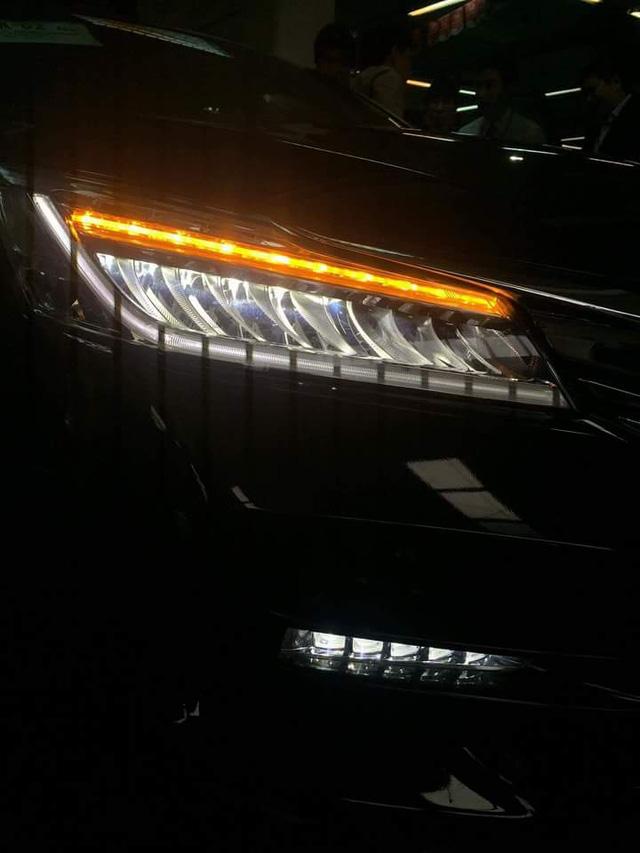 Cận cảnh đèn pha và đèn sương mù dạng LED của Honda Accord 2016.