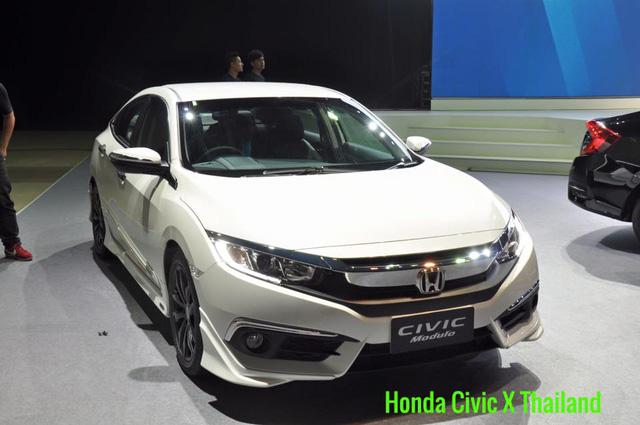 Tại thị trường Thái Lan, Honda Civic 2016 có 4 bản trang bị khác nhau là 1.8 E, 1.8 EL, Turbo và Turbo RS. Giá khởi điểm của Honda Civic 2016 tại Thái Lan là 869.000 Baht, tương đương 552 triệu Đồng.