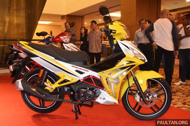 Hãng SYM quyết định sản xuất Sport Rider 125i sau khi cân nhắc nhu cầu của người tiêu dùng đối với dòng xe côn tay phân khối nhỏ. Đồng thời, SYM cũng tận dụng kinh nghiệm của mình trong quá trình sản xuất 2 mẫu xe Sport Bonus 115 và E Bonus 110 để phát triển Sport Rider 125i.