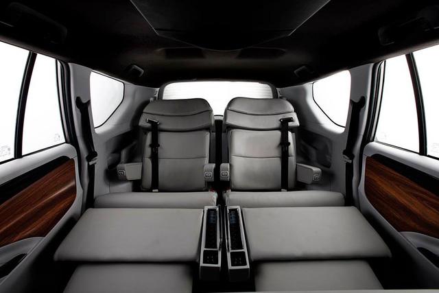 Cận cảnh Toyota Innova độ thành