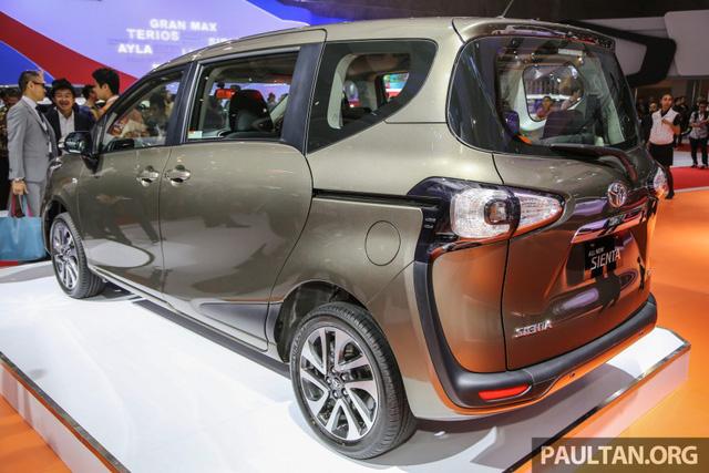 Ngoài ra, Toyota Sienta 2016 tại Indonesia còn có gầm cao hơn 25 mm so với xe dành cho Nhật Bản. Thiết kế này có lẽ để phù hợp với điều kiện đường sá tại Indonesia.