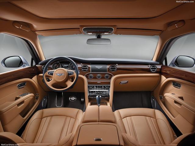 Không gian bên trong của Bentley Mulsanne 2017 hoàn toàn không có chất liệu nhựa.