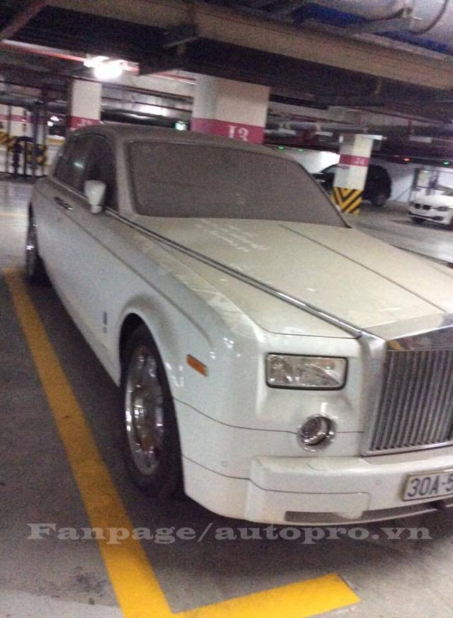 Rolls-Royce Phantom trắng với lớp bụi dày đặc trên ngoại thất. Ảnh: Giang Lê/Page-Autopro.vn.