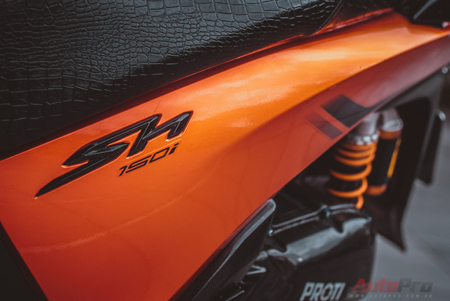 Cực chất với Honda SH 150i độ nhiều đồ chơi hiệu cùng tông màu cam/đen 13
