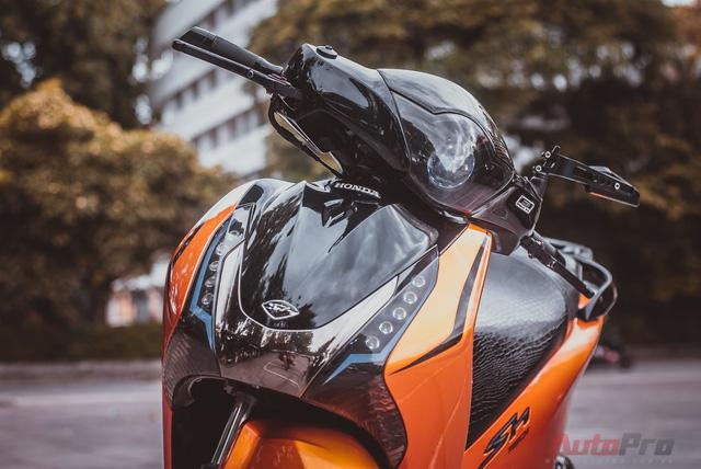 Cực chất với Honda SH 150i độ nhiều đồ chơi hiệu cùng tông màu cam/đen 3