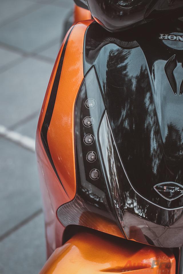Cực chất với Honda SH 150i độ nhiều đồ chơi hiệu cùng tông màu cam/đen 5