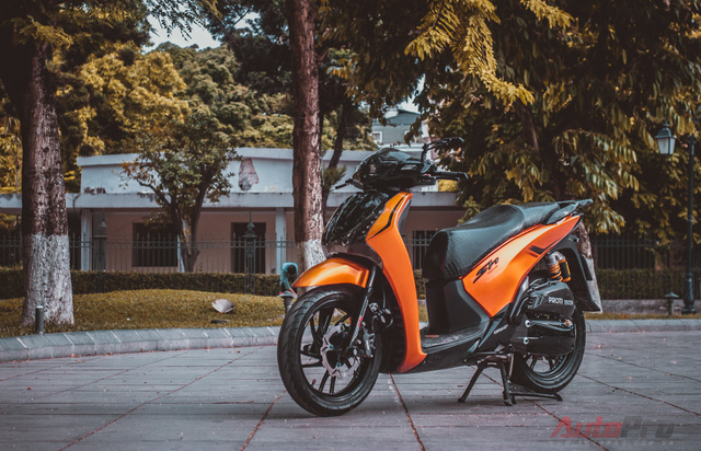 Cực chất với Honda SH 150i độ nhiều đồ chơi hiệu cùng tông màu cam/đen 2