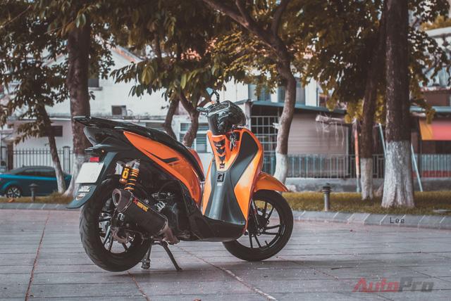 Cực chất với Honda SH 150i độ nhiều đồ chơi hiệu cùng tông màu cam/đen 15