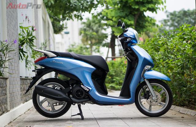 Yamaha Janus dài 1.850mm, rộng 705mm. Độ cao yên xe 770mm, độ cao gầm 135mm. Xe nặng 97kg. Toàn bộ các thông số này đều khá thân thiện với nữ giới.