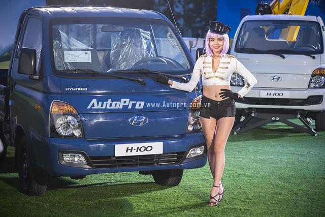 Hyundai Porter H1-00 có thiết kế ngoại thất đặc trưng của dòng xe tải hạng nhẹ nhưng được cải tiến để mang lại sự tiện dụng và an toàn hơn.