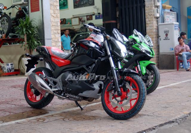 Chỉ sau 8 tháng ra mắt các khách hàng trên thế giới, mẫu xe nakedbike cá tính của Honda đã xuất hiện tại thị trường Việt Nam thông qua một nhà nhập khẩu tư nhân.