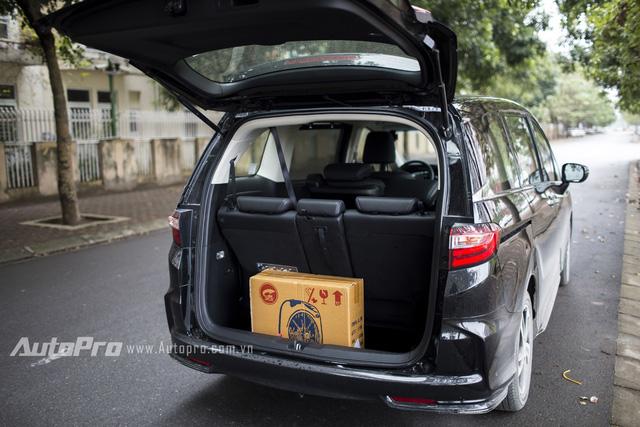 Khoang chở hàng phía sau hơi hạn chế. Tuy nhiên Honda Odyssey có thể gập hàng ghế thứ 3 lại để tăng thêm diện tích để hàng.