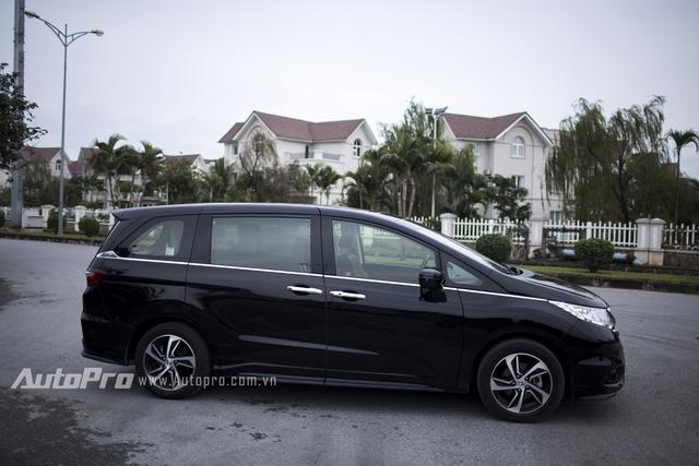 Honda Odyssey sở hữu các số đo dài 4.830 mm, rộng 1.820 mm, cao 1.695 mm và chiều dài cơ sở 2.900 mm.